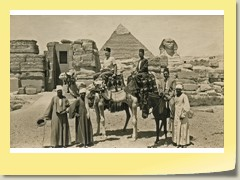 1956: (August)  In front of Giza pyramids, Kahira, Egypt (UJ-P02)